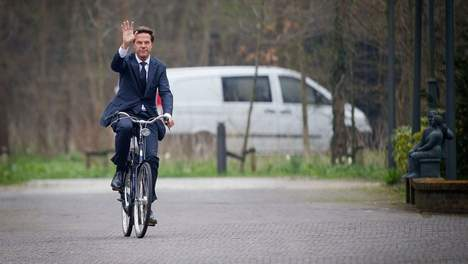 Dutch prime minister cycling to a meeting with Obama